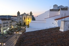 Évora Inn - Suite / Family Room view over Praça do Giraldo